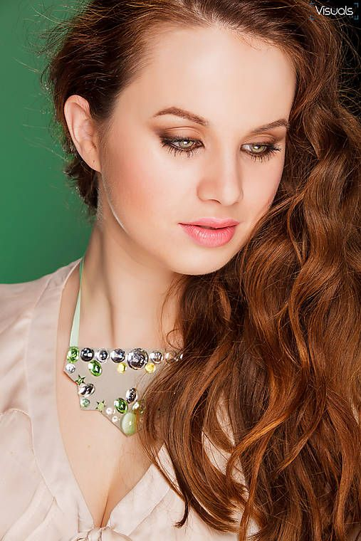 #necklace #handmadebyzuzu #crystals #resin #recykled #handmade suzina / green @ clear crystals