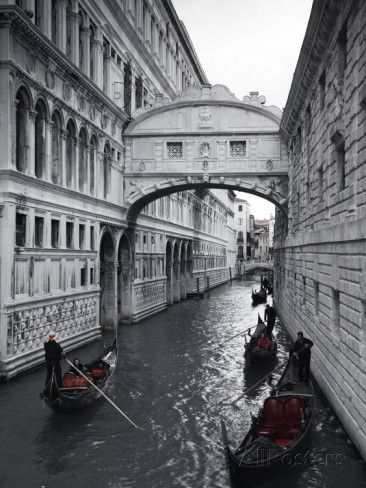 Bridge of sighs doges palace venice italy