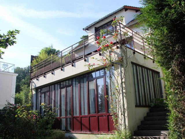 Une maison ouvrière s\u0027offre une extension vintage et lumineuse
