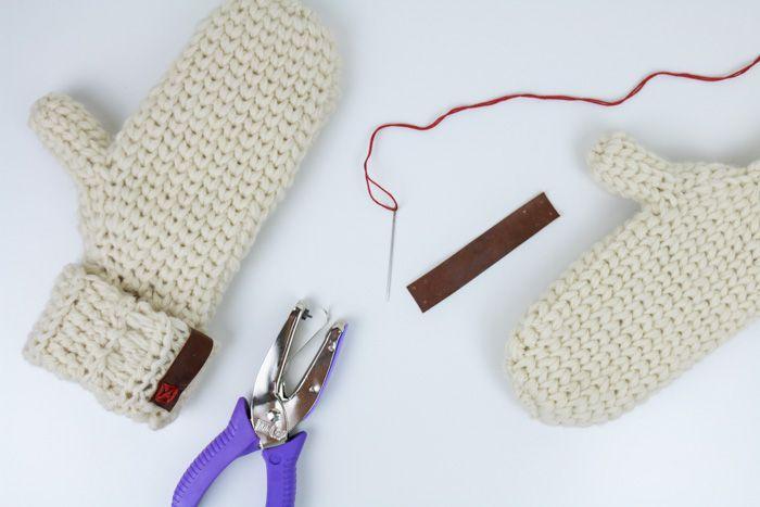 Classic, Knit-Looking Free Crochet Mitten Pattern | Mittens, Crochet ...