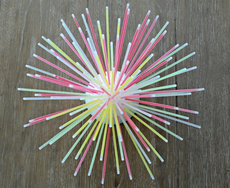 Diy glow stick centerpiece fun idea darice stick for Glow in the dark centerpiece ideas