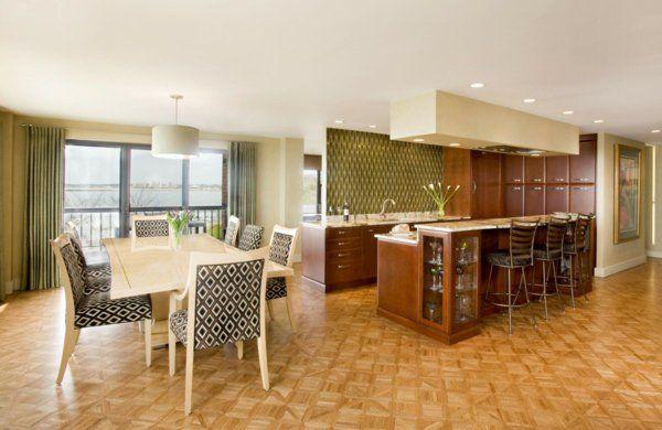 cuisine ouverte sur la salle à manger, une cuisine élégante, chaises motifs géométriques
