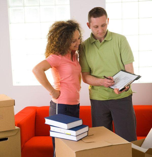 Antes y después del día la mudanza:  Planear tu cambio de casa u oficina, con el suficiente tiempo para prever problemas. Asesórate con el ejecutivo de la empresa de mudanzas de tu confianza. No firmes nada sino estas seguro, y sobre todo sino tienes el control del evento.