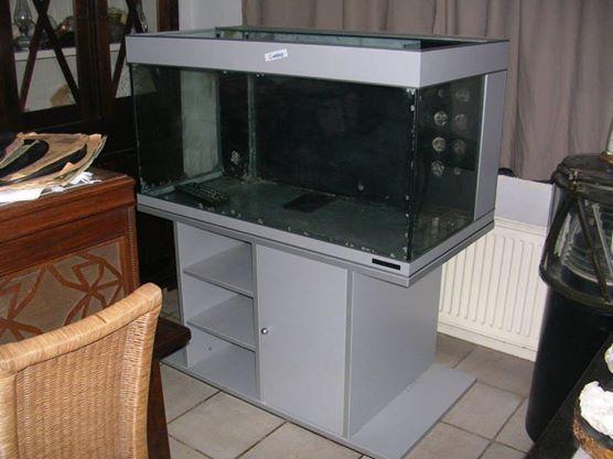 Les 25 meilleures id es de la cat gorie aquarium avec for Meuble bas aquarium