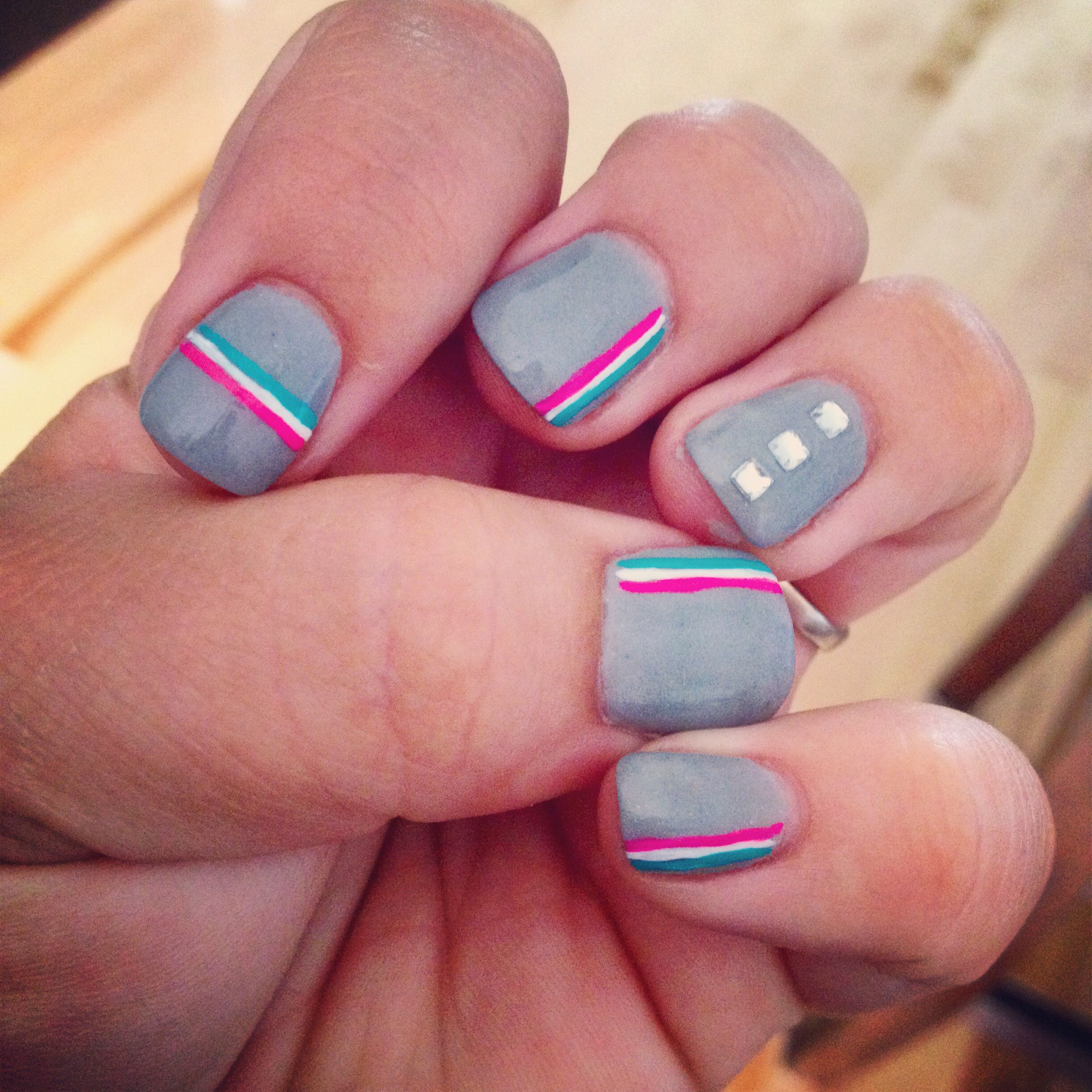 Nails ongles gris bling bling et rose blanc turquoise for Gris et turquoise