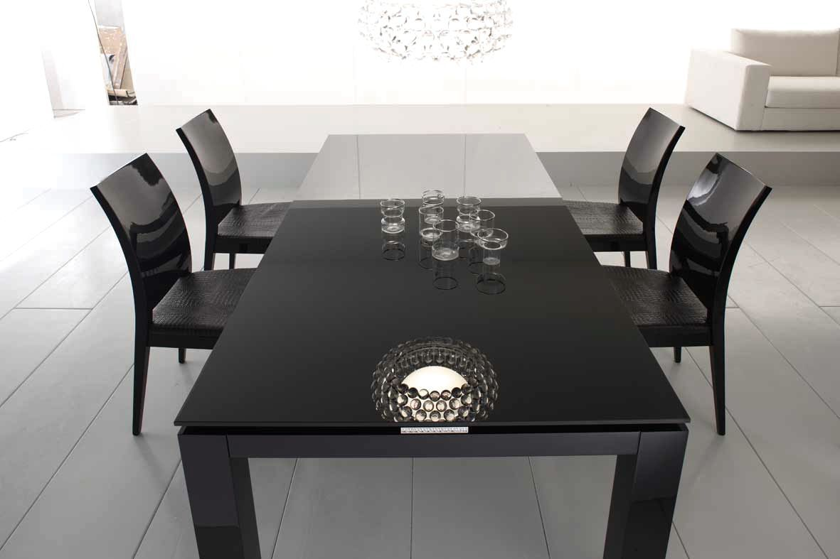 Delicieux Incredible Black Lacquer Dining Room Table Is Also A Kind Of ..
