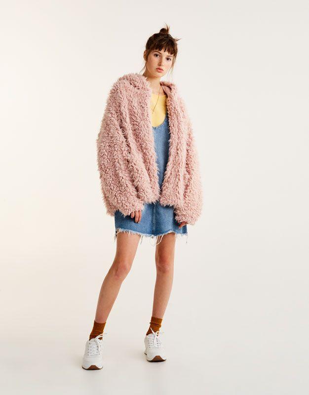 Pull Bear Damen Kleidung Strick Felljacke Mit Kapuze Schmutziges Rosa 09583302 I2017 Fashion Fashion Outfits Fur Jacket