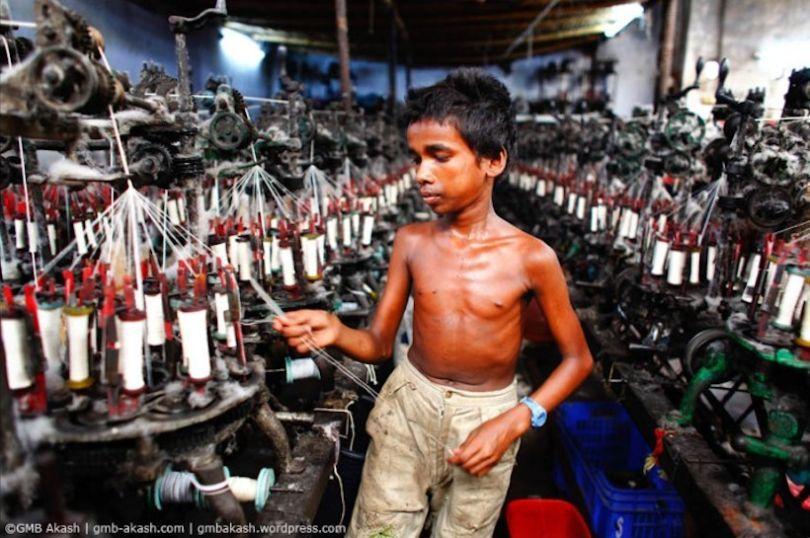 le travail des enfants au bangladesh vu par un photographe child labor in bangladesh by a. Black Bedroom Furniture Sets. Home Design Ideas