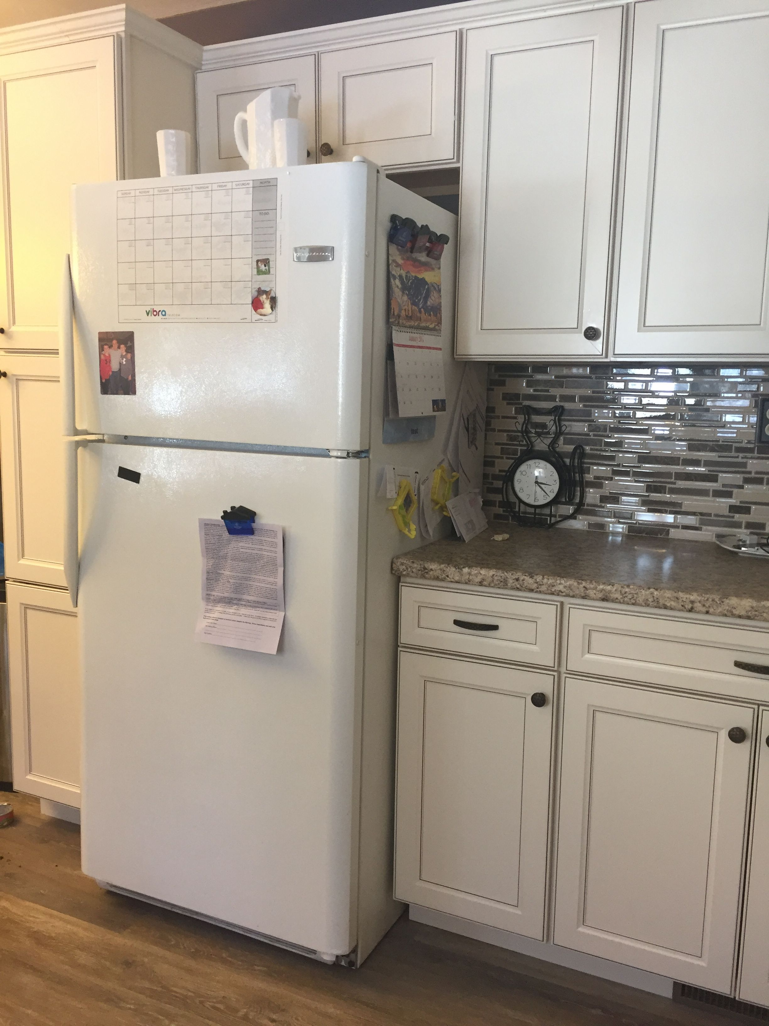 Lowes Kitchen Cabinets Per Linear Foot Caspian Cabinets Off White Kitchen I Looked Everywhere Trying To