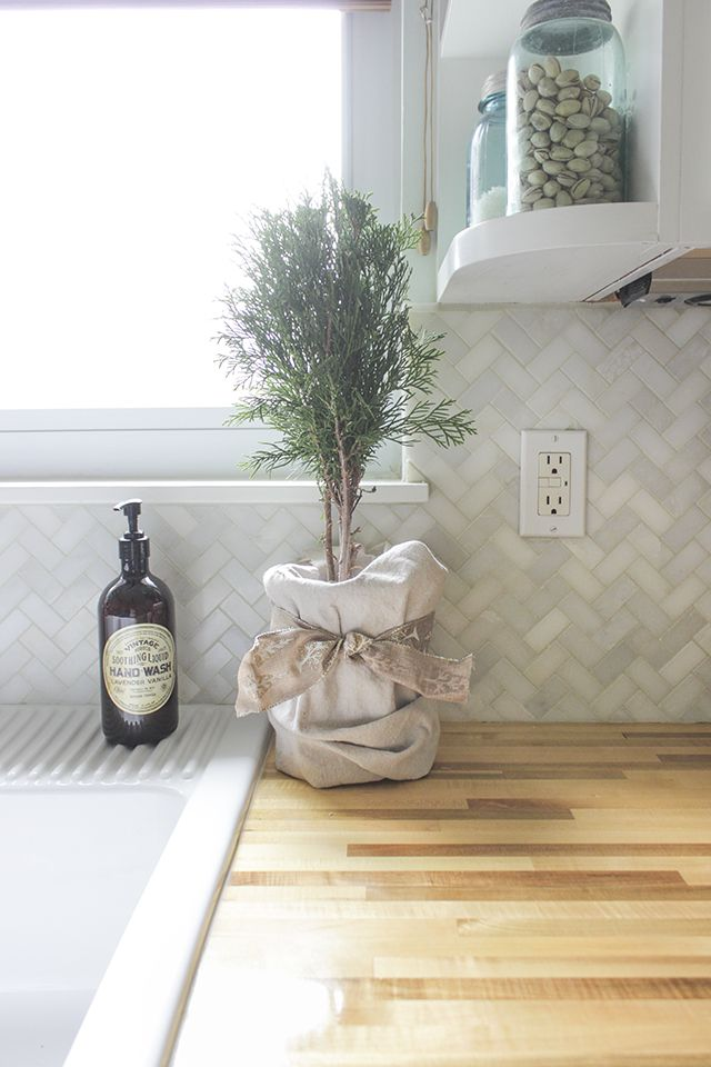 LOVE this backsplash How to Install a