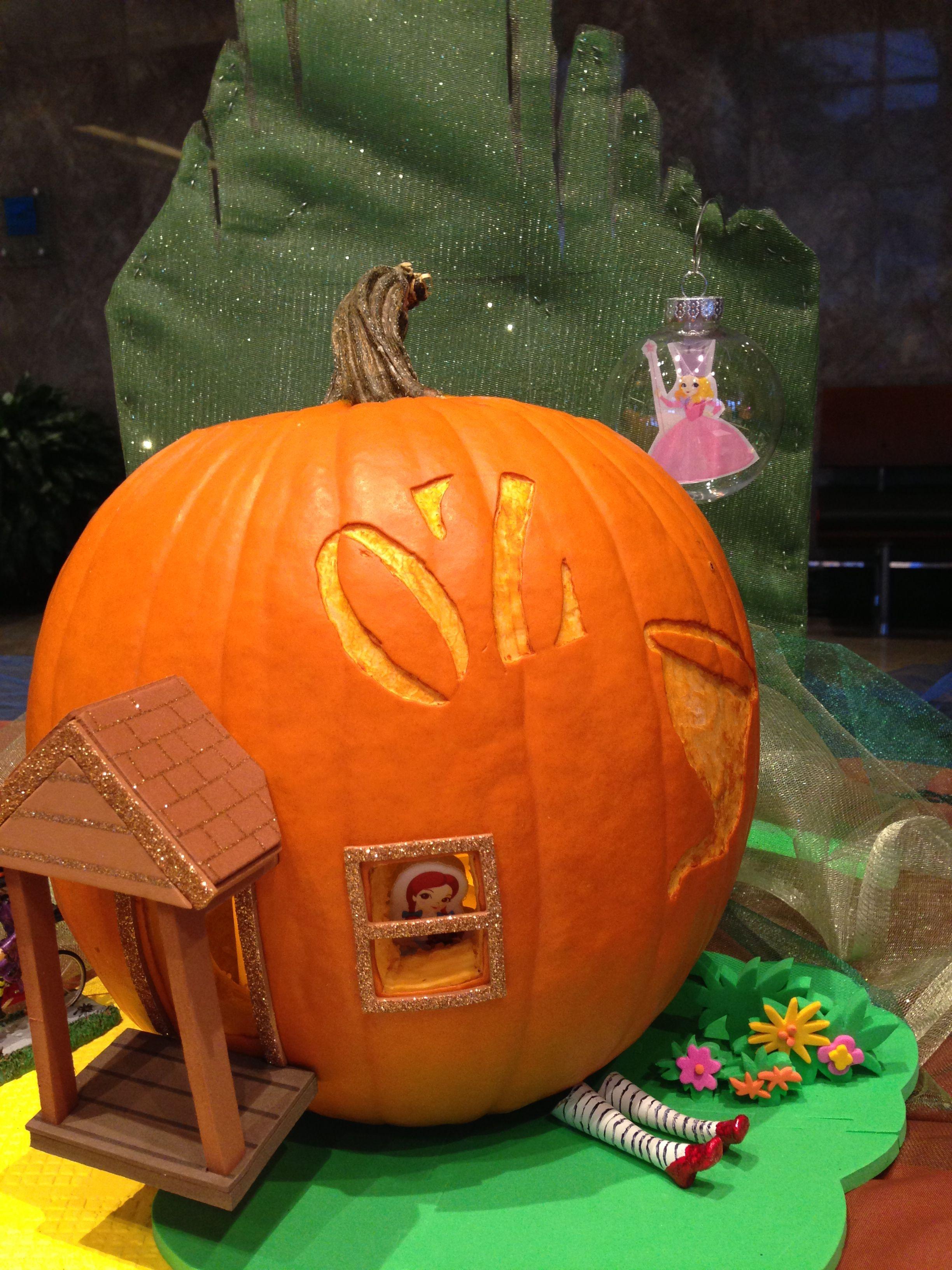 "Hallow""OZ"" Wizard of Oz pumpkin"