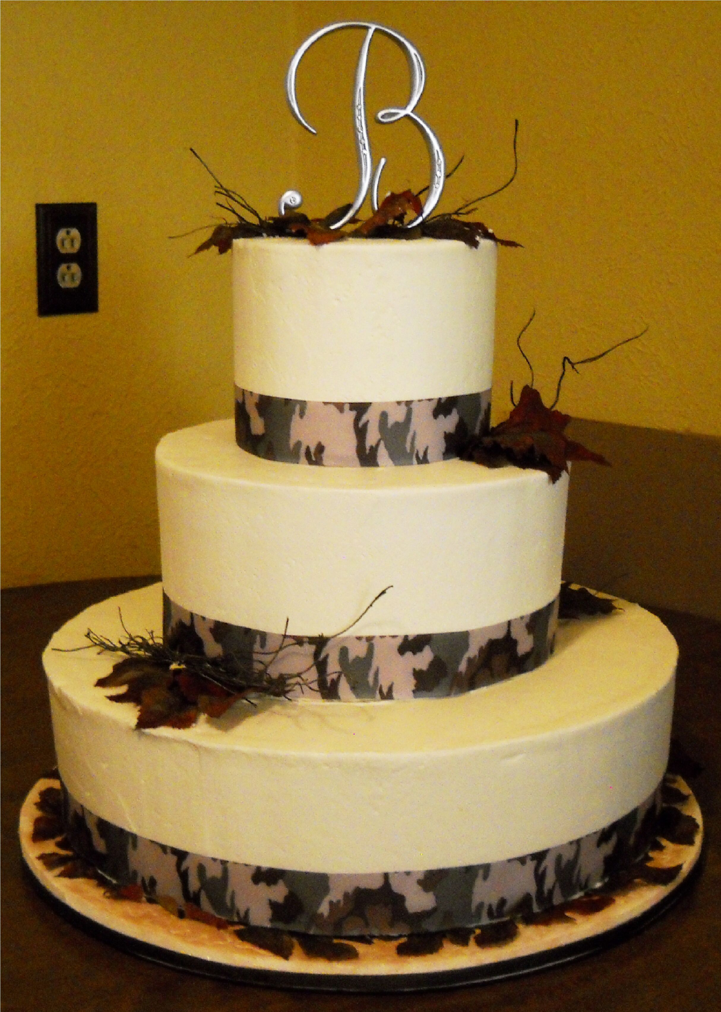 Pin by Sweet Delights on Camo theme wedding cakes | Pinterest ...