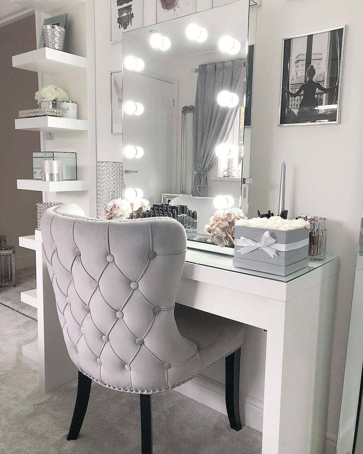 Schöner Stuhl für Waschtisch #schminktischideen