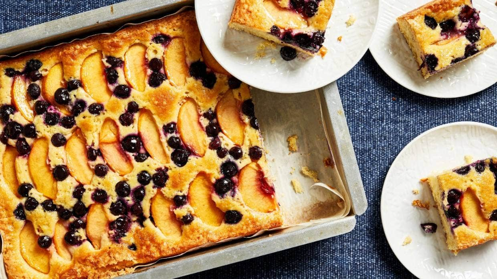 Photo of Recipe: Buttermilk cake with peaches and blueberries
