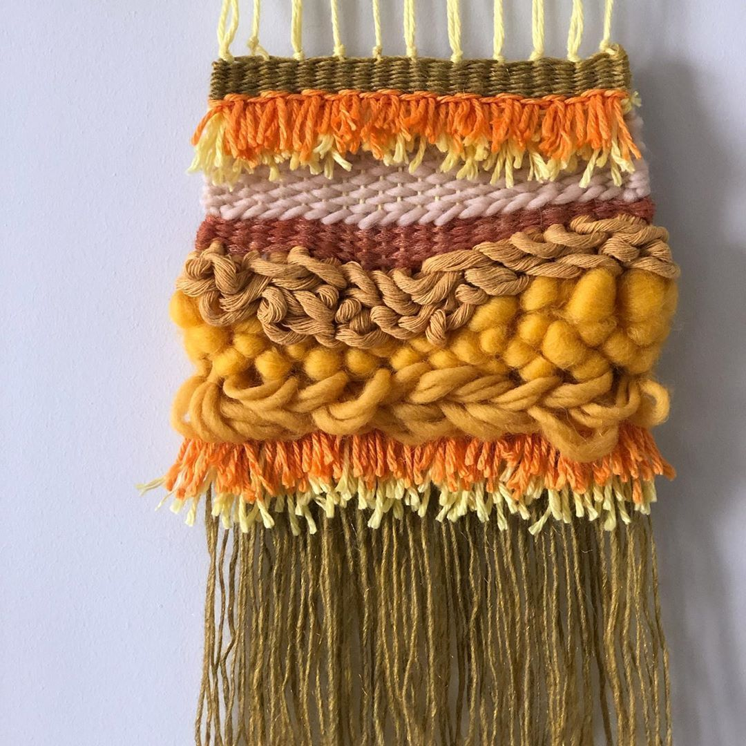 "Alâka Studio on Instagram: ""Detay 🧡 . . .  #weaverfever #weaveweird #weaversofig #weaversofinstagram #modernweaving #loomweaving #tapestryweaving #weaving #weavingart…"""