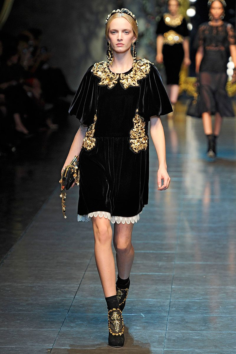 Dolce   Gabbana FW Ready-to-Wear 2012 - loving this velvet and gold number! b136957007b
