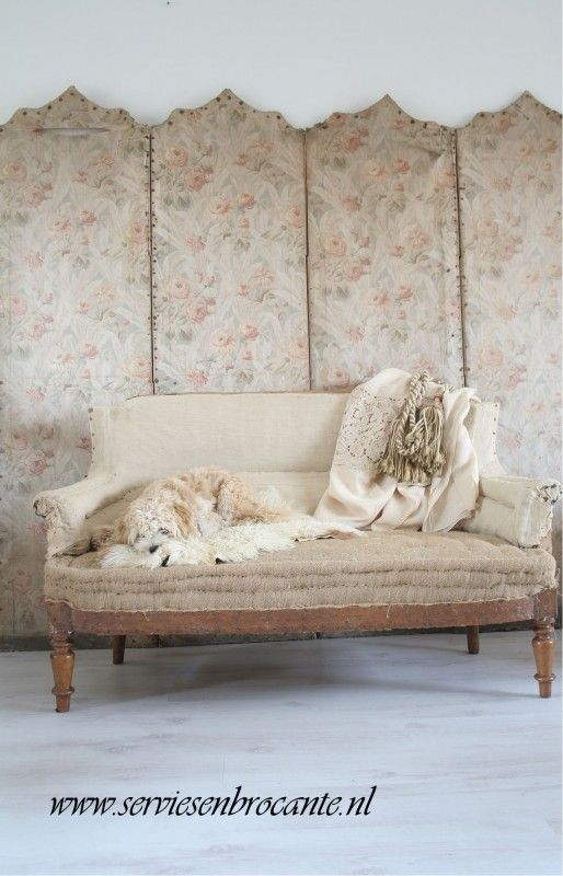 shabby sofa vintage by nina sofa servies brocante white and vintage pinterest. Black Bedroom Furniture Sets. Home Design Ideas