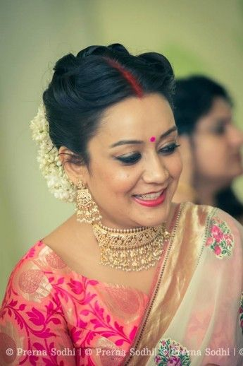 Simple Iyer Wedding In Delhi With A Bit Of Sass Indian Wedding Hairstyles Indian Wedding Photos Brides Mom
