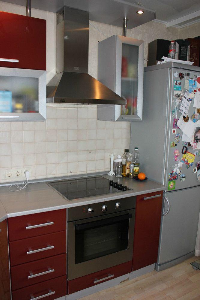 Красная кухня столешница цвкта каррара фото бежевая кухня и зеленая столешница