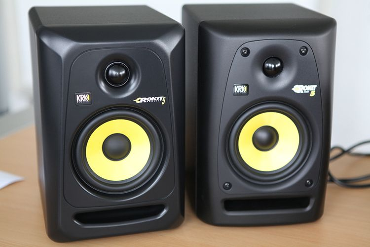 Why Studio Monitors Are Perfect for Your Home DJ Setup