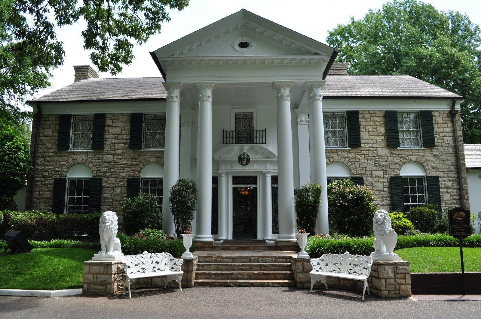 Graceland in memphis tennessee home of elvis presley for Hotels near graceland memphis tn