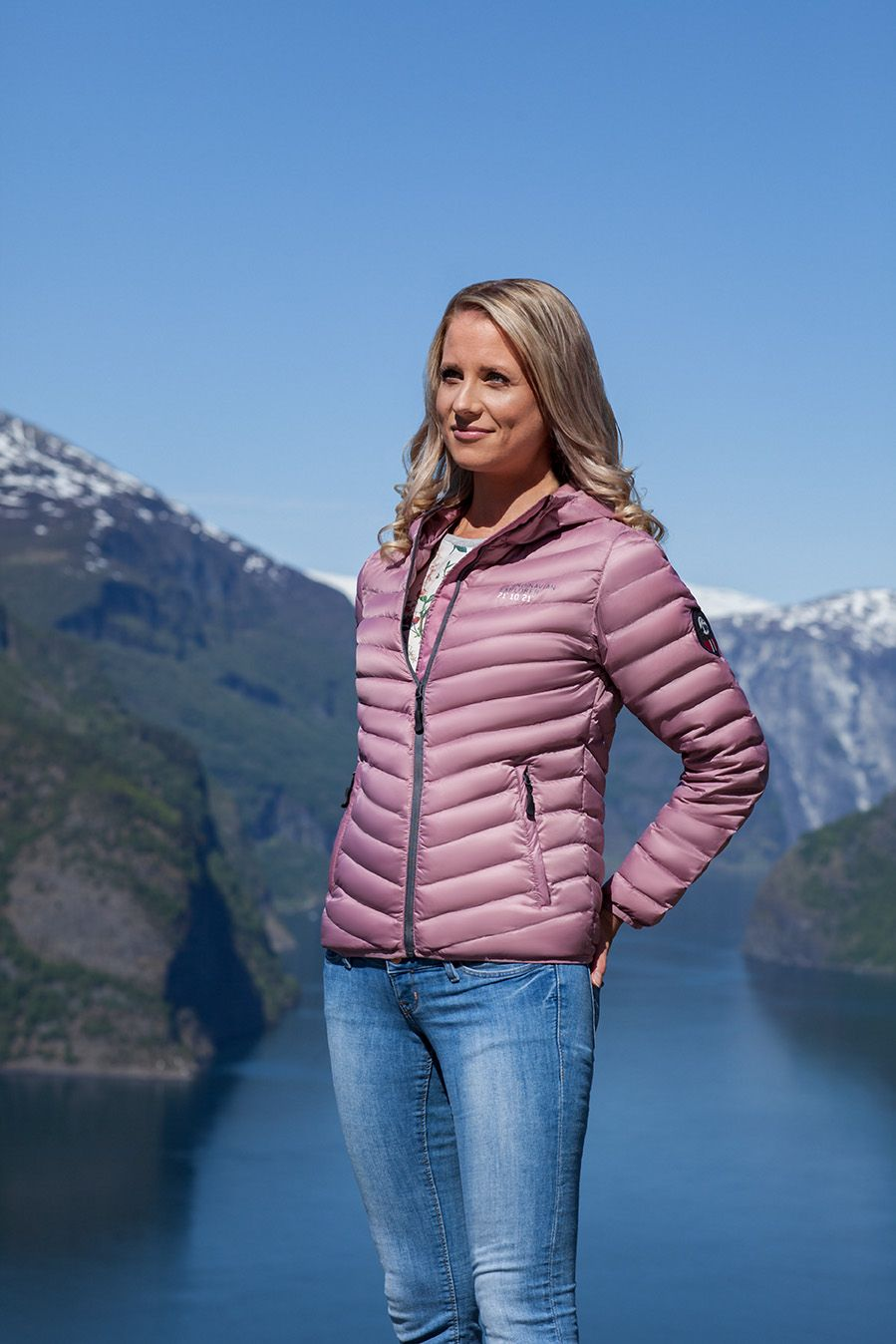 Newin 2018 The Old Pink Down Jacket By Scandinavian Explorer Is Ultra Light And With An Added Touch Of Style In Its Glossy Finish Get Yours In Our Norwegia