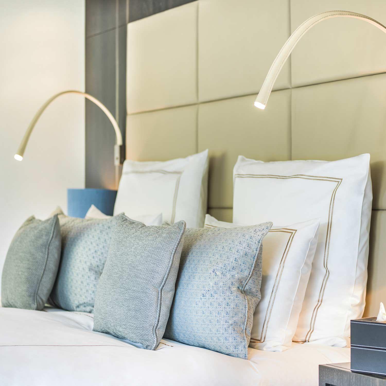 applique liseuse flexible cuir ivoire nickel avec interrupteur l60cm flexiled bedrooms. Black Bedroom Furniture Sets. Home Design Ideas