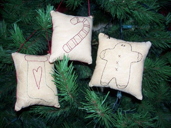 3 Primitive Christmas Stitchery Ornies Primitive Decor Pinterest