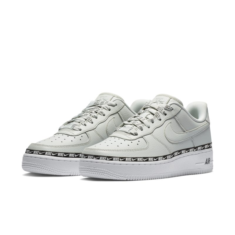 newest 193c9 62dda Nike Air Force 1  07 SE Premium Women s Shoe. Nike.com GB
