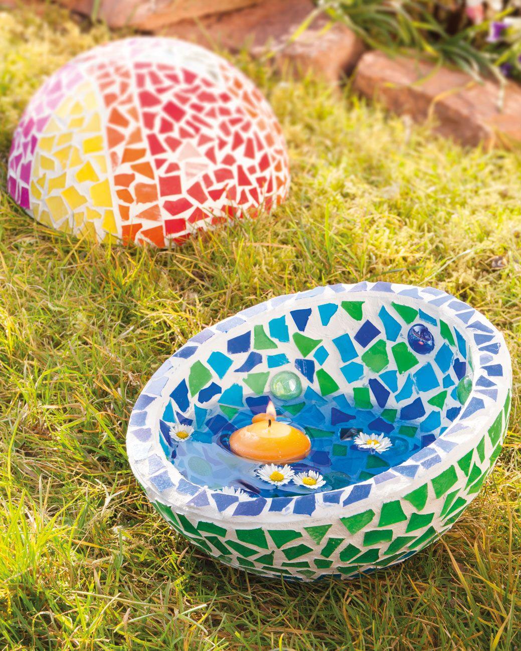 Gartendeko aus mosaiksteinen mit schwimmkerze idee mit for Basteltipps gartendeko