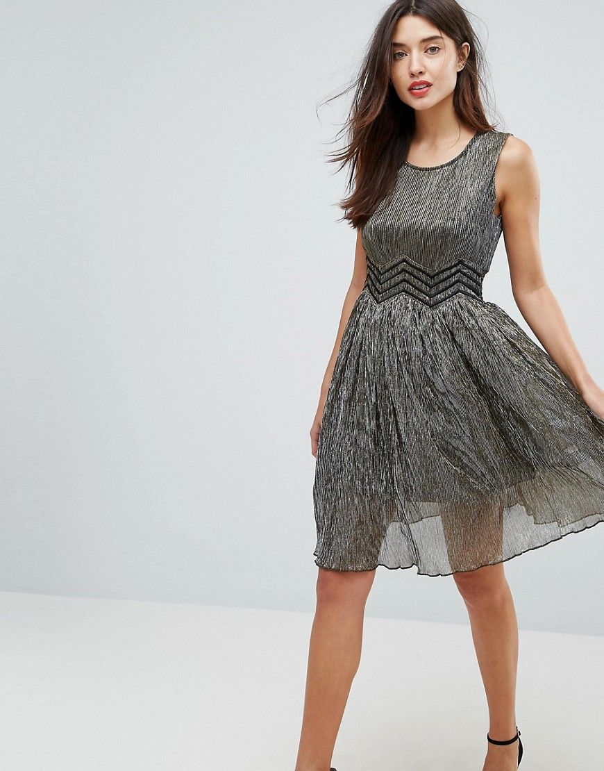 Get this Amy Lynn\'s skater dress now! Click for more details ...