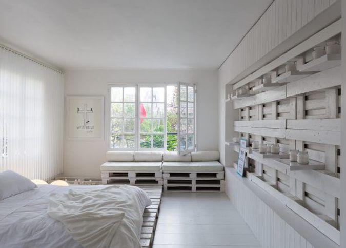 weißes schlafzimmer gestalten mit weiß gestrichenen paletten, diy