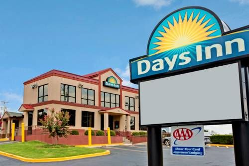 Days Inn Lawrenceville Lawrenceville Georgia The Lawrenceville Days Inn Features A Daily Continental Breakfast With Yogurt Hotel Lawrenceville Vacation Books
