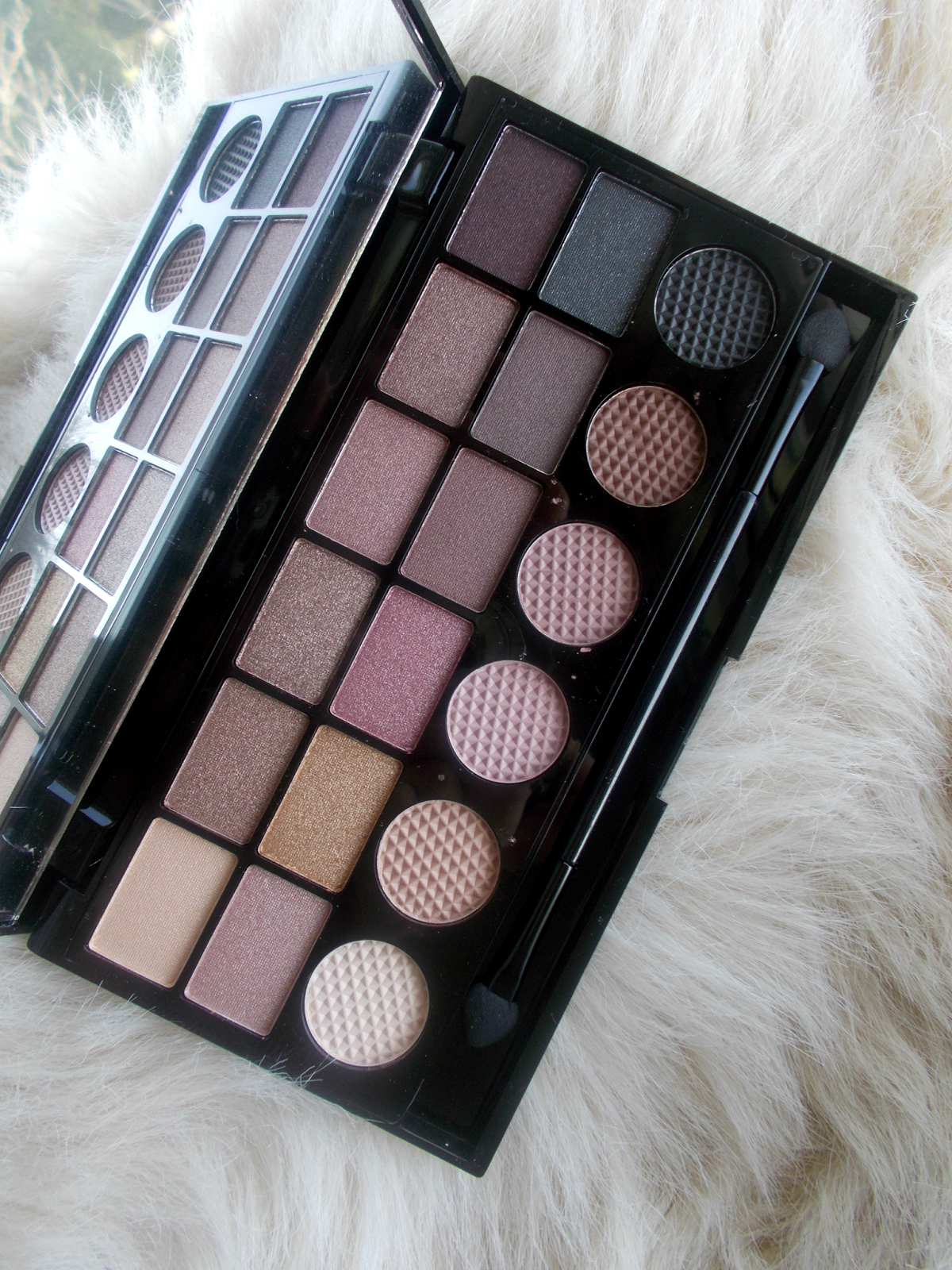 Makeup Revolution // What You Waiting For? palette review