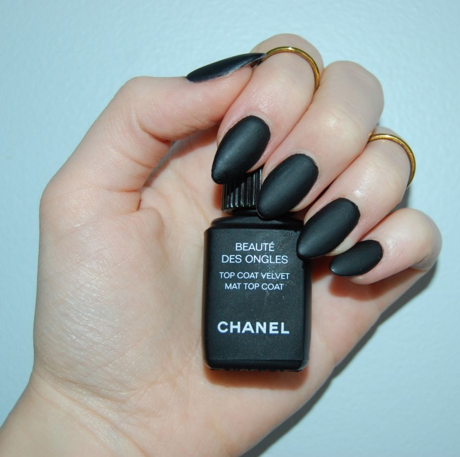 Hottest Nail Trends For Fall/Winter 2015/16 <3 Matte Nail polish <3 #hottest #trend #fall #winter #nail #art #design #Matte #OPI #Matte #black #chanel