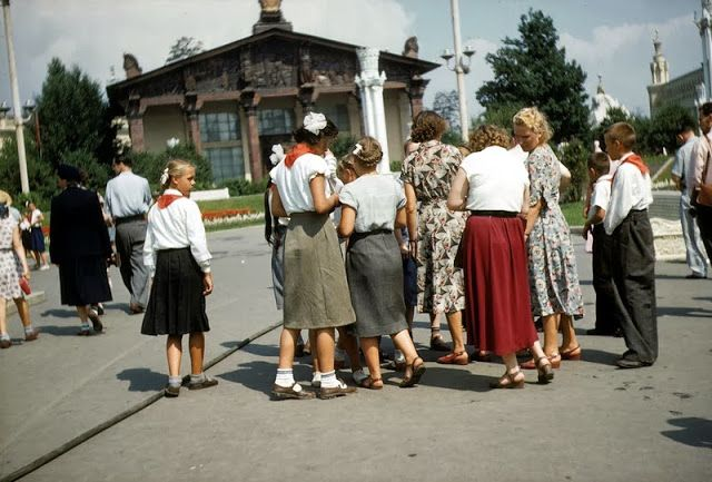 vintage everyday: Color Photographs of Daily Life in USSR in 1958