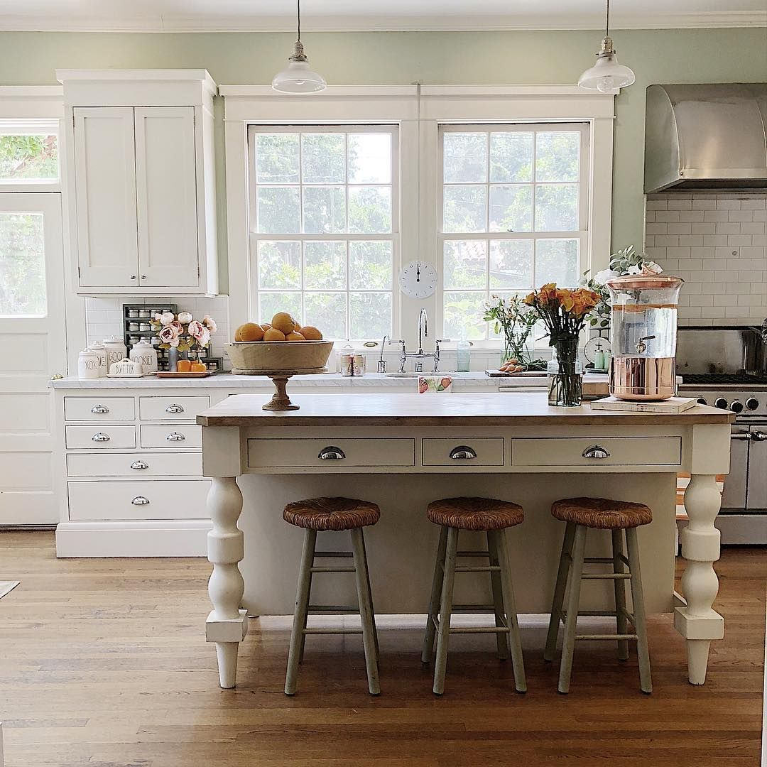 New Country Kitchen Designs: Classic White Country Kitchen