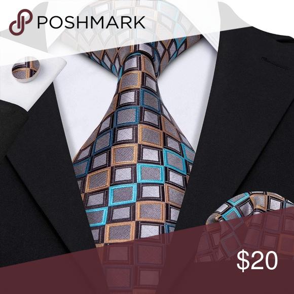 Tie and handerchief set