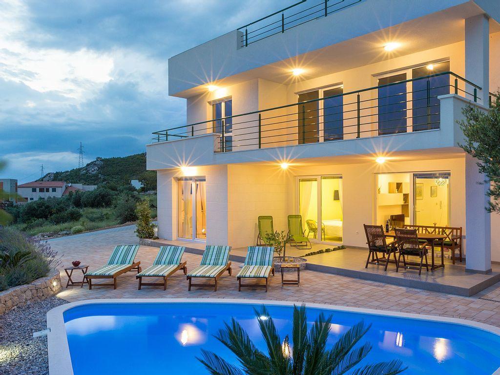 Modernes Ferienhaus Mit Pool In Makarska An Der Makarska: 3 Schlafzimmer,  Für Bis Zu