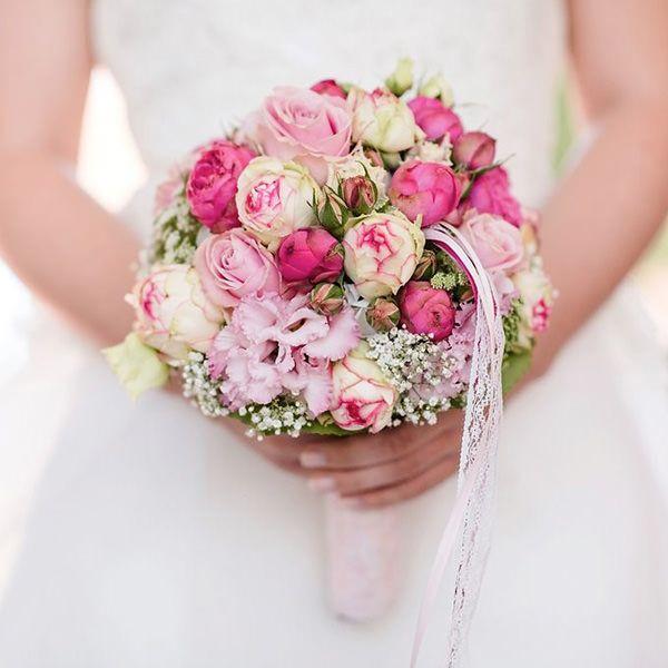 Hochzeitsdeko und Hussen Verleih | Deko & Design #rosebridalbouquet
