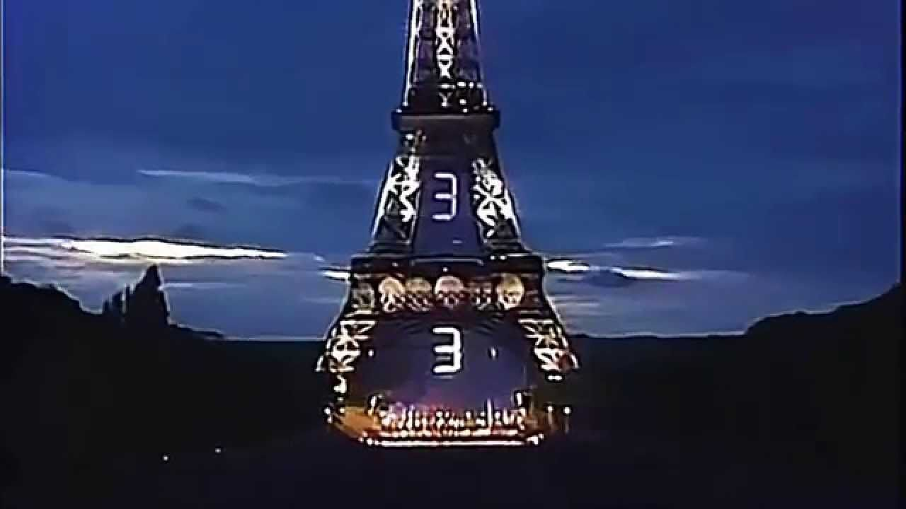 Jean Michel Jarre sous la Tour Eiffel à Paris