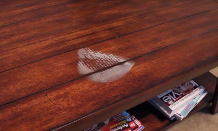 comment enlever les taches d 39 eau et de chaleur sur vos meubles en bois astuces pinterest. Black Bedroom Furniture Sets. Home Design Ideas