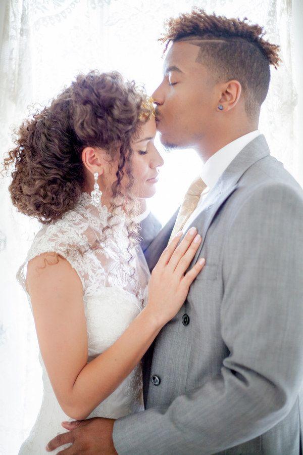 Brautfrisuren naturlocken  Mittellange haare
