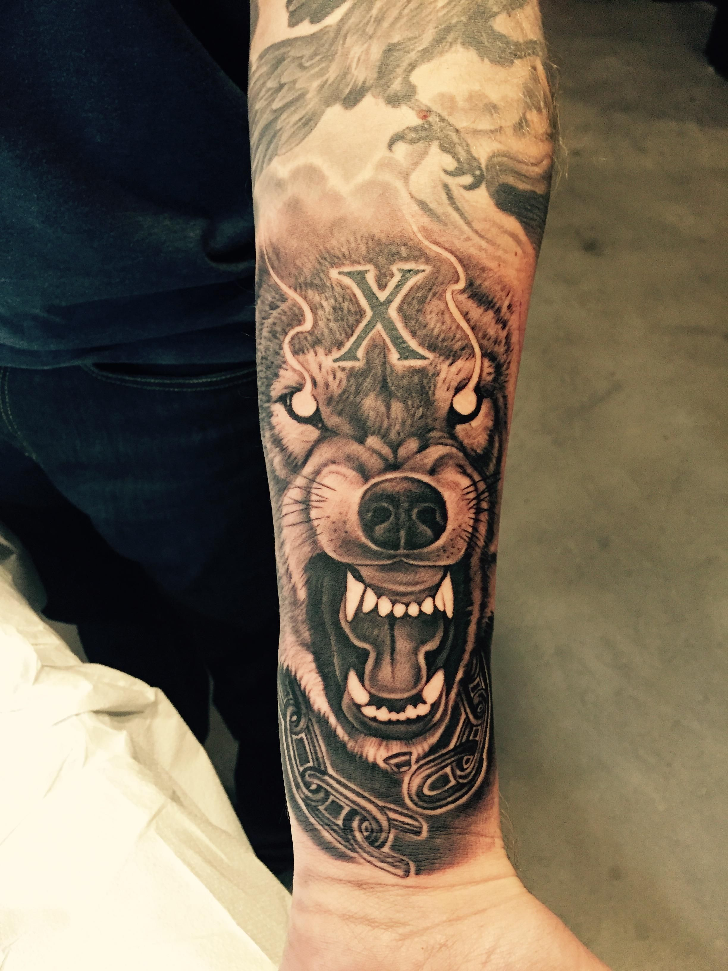 fenrir the wolf and garm the hellhound by sam andrews guest spot faces in the dark tattoo kyle. Black Bedroom Furniture Sets. Home Design Ideas