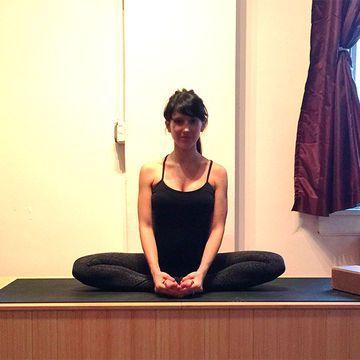 hilaria baldwin 8 easy prenatal yoga poses  prenatal