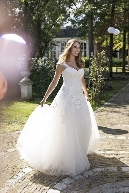 Dolores I Curves Collection by Modeca: Prinzessin & Ball Gown ...