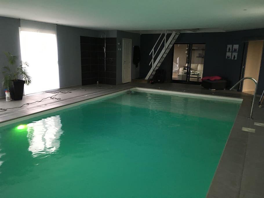 Logement entier à Saint-Lunaire, France Maison en pierre avec grand - location villa piscine couverte chauffee