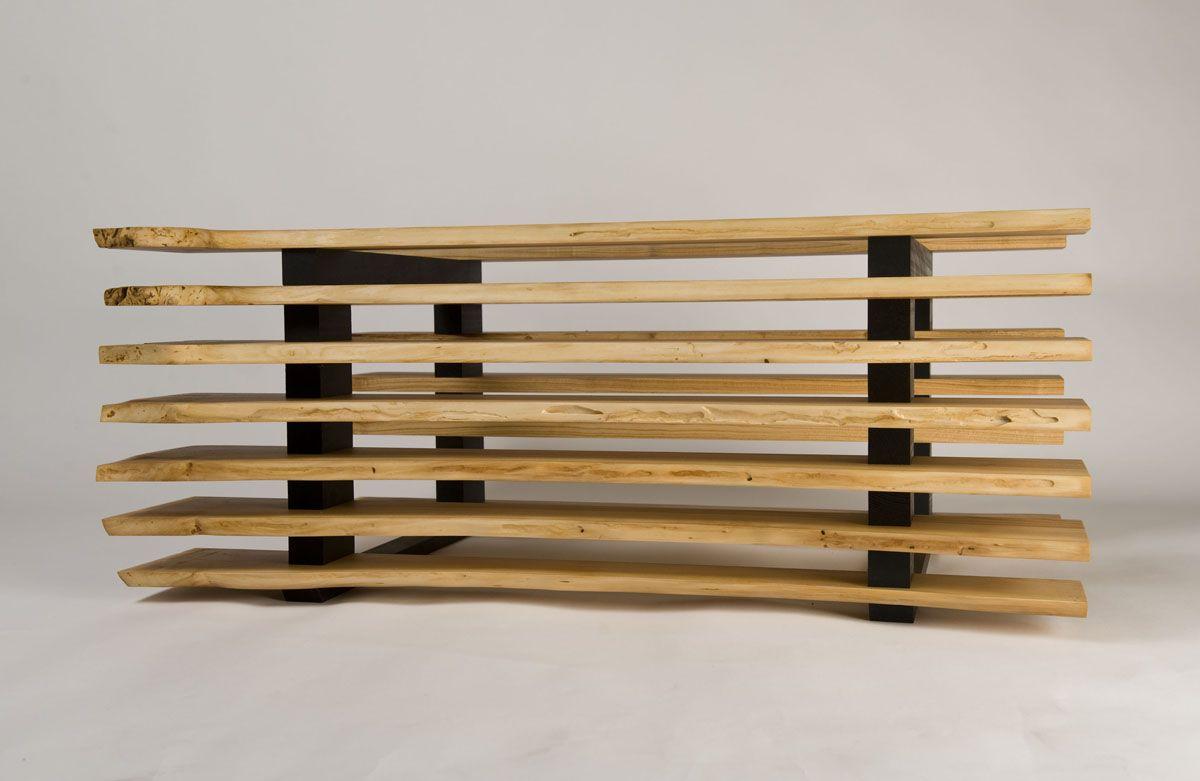 Table basse en merisier massif, hêtre massif teinté noir, verre extra-clair, finition huile cire écologique. Antoine Mazurier - ébéniste designer.