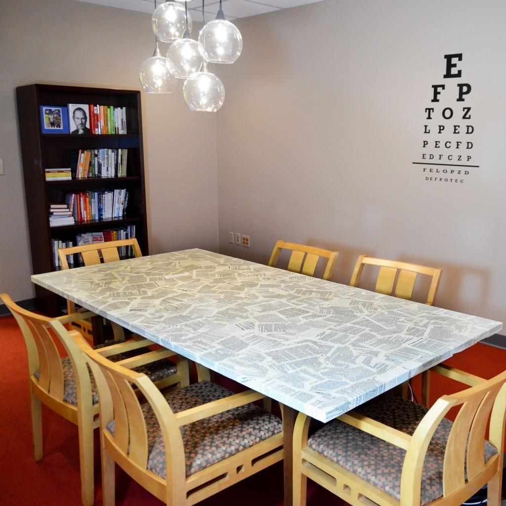 DIY Furniture : DIY  Cover an Old Table in Book Pages