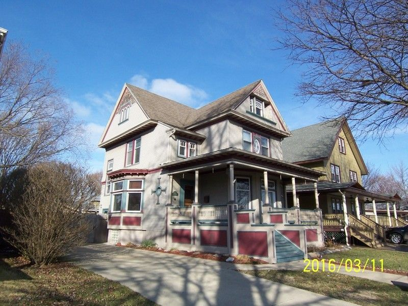 1898 Victorian Queen Anne Elegant Home 30 Minutes Outside Detroit In Wyandotte Michigan Oldhouse Historic Homes For Sale Victorian Homes Historic Homes
